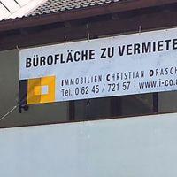 transparente-banner-immobilien-zu-vermieten-oesen
