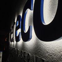 3d-logo-acryl-led-rueckleuchter-neteco-nacht